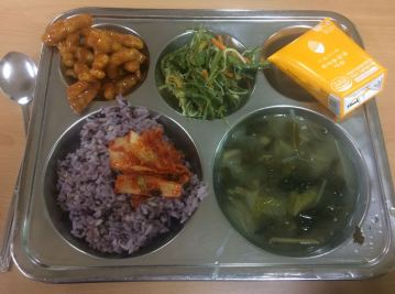 Sweet and sour pork, vegetable seaweed, orange juice, purple rice, kimchi, seaweed soup